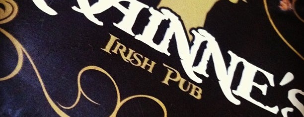 Grainne's Irish Pub is one of Tempat yang Disukai Henrique.