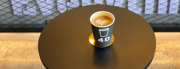 40 Cafe is one of Lugares favoritos de Omar.