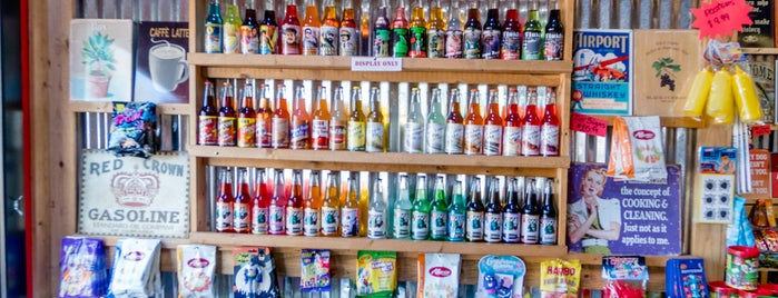 Rocket Fizz Soda Pop & Candy Shop is one of Posti che sono piaciuti a Alex.