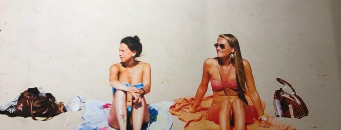 Twee Meisjes is one of Bruges.