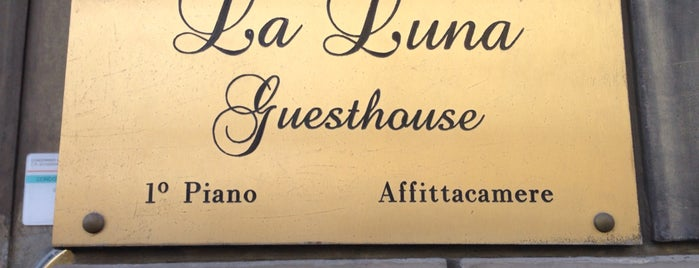 La luna guesthouse is one of Posti che sono piaciuti a Julia.
