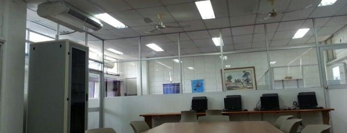 Laboratorio de Desarrollo de Software is one of Aquí Se debería Poder Rayar las Paredes.
