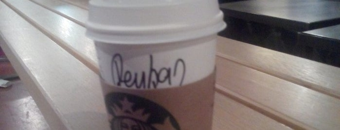 Starbucks is one of Orte, die Aylin gefallen.