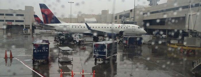 Aeroporto Internacional de Los Angeles (LAX) is one of Airport.