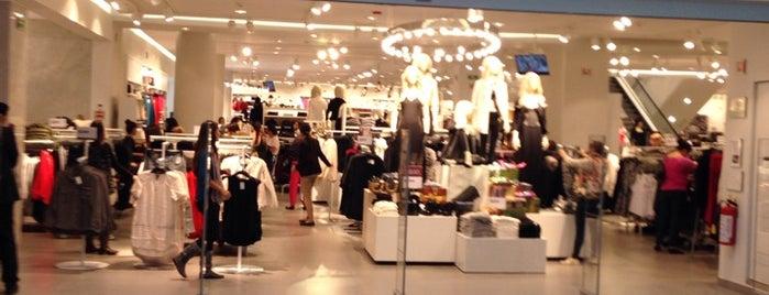 H&M is one of Lugares favoritos de Nayeli.