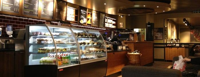 Starbucks is one of Jennyfer 님이 좋아한 장소.