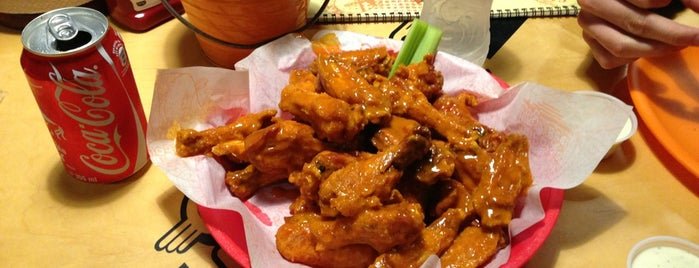 California Wings and Beer is one of Gespeicherte Orte von Claudia.