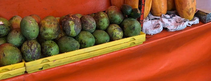 Jugos y Fruta Uxmal y Torres is one of Locais curtidos por Alicia.