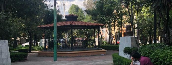 Kiosko Plaza Valverde is one of Locais curtidos por Luisa.