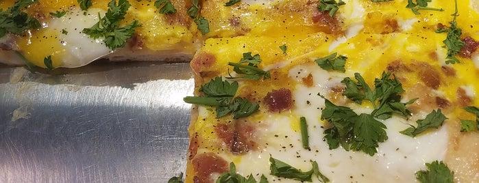 Champion Pizza is one of Tempat yang Disukai Joseph.