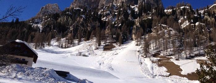 SellaRonda SuperSki is one of Best ski resorts.