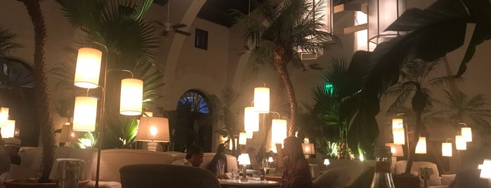 Le Sirenuse Restaurant & Champagne Bar is one of Miami.