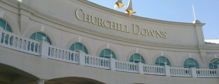 Churchill Downs is one of Locais salvos de Lizzie.