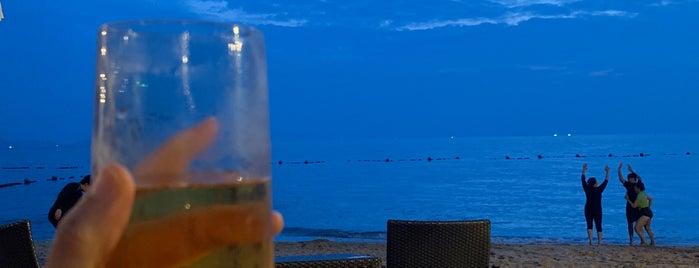 La Costa Beach Restaurant and Bar is one of Locais curtidos por SV.