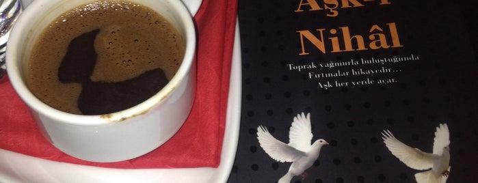 Cafe'es is one of Locais curtidos por Ebru.