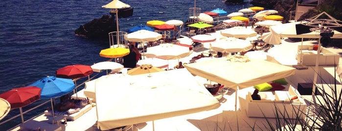 Bambus Beach Club is one of สถานที่ที่บันทึกไว้ของ dderyam1907💛💙.