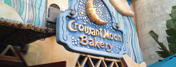 Croissant Moon Bakery is one of Locais curtidos por Lindsaye.