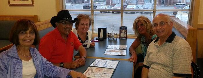 Domenic's & Vinnie's Pizza is one of Lugares guardados de Rick E.