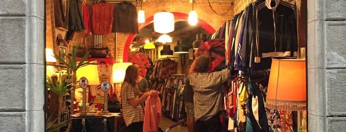 Swing Out Vintage Store is one of Barcelona.