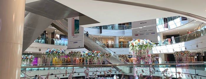 DLF Mall Of India is one of Orte, die Michael gefallen.