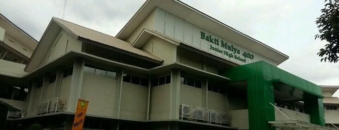 SMP Bakti Mulya 400 is one of Posti che sono piaciuti a Yeany.