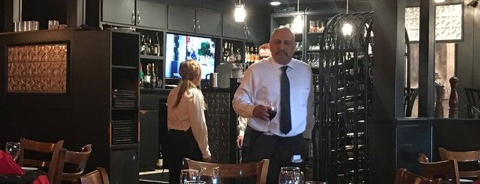 La Bistro Italian Restaurant is one of Lugares favoritos de Gary.