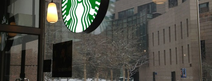 Starbucks is one of สถานที่ที่ Mark ถูกใจ.