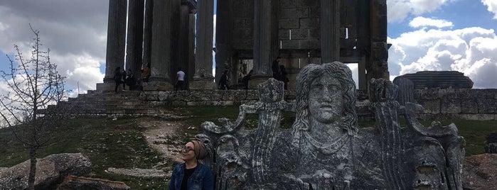 Aizona Antik Kenti is one of Kütahya.