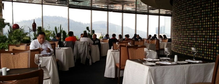 Giratorio Restaurant is one of Por ai... em Santiago (Chile).