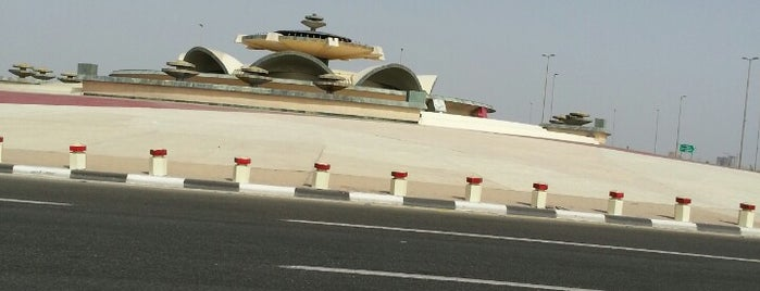 Fountain Roundabout is one of Orte, die Bayana gefallen.