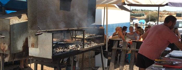 Café dos Mestres is one of Guía del Algarve.