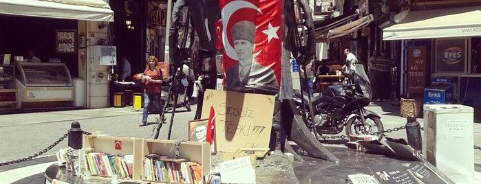 Beşiktaş Meydanı is one of สถานที่ที่ Selin ถูกใจ.