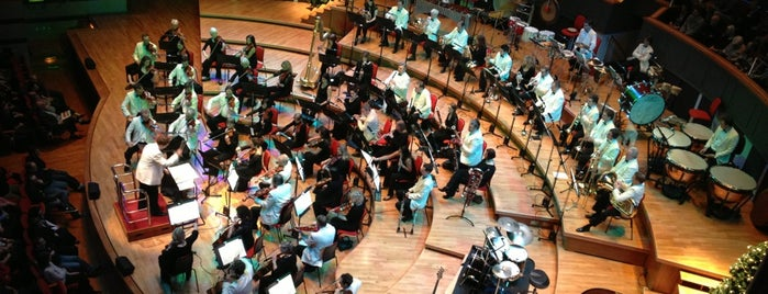 Symphony Hall is one of สถานที่ที่ Henry ถูกใจ.