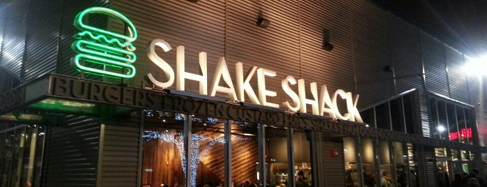 Shake Shack is one of Locais curtidos por Alyssa.