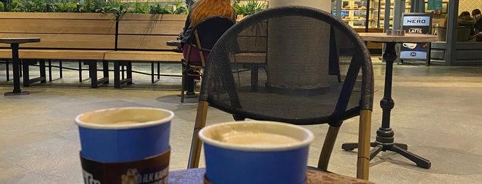 Caffè Nero is one of Orte, die Ozgur gefallen.