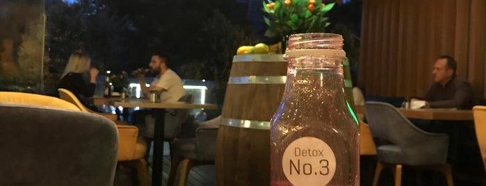 Mandarin Lounge is one of สถานที่ที่ Tayeb ถูกใจ.