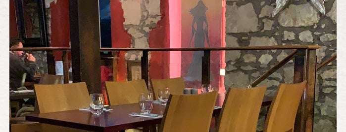 Petronella Restaurant & Café is one of Favoritos.