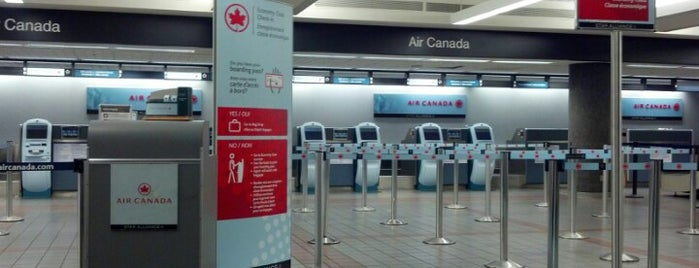 Air Canada Counter is one of Lieux qui ont plu à Chris.