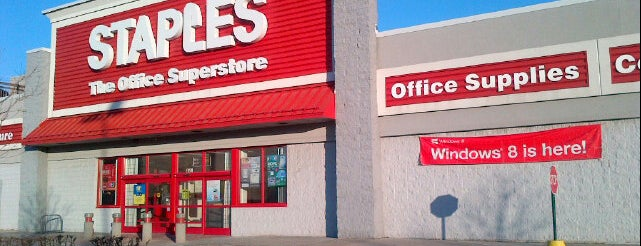 Staples is one of Jorgeさんのお気に入りスポット.