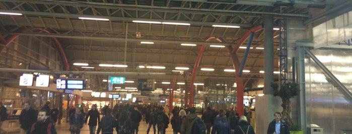 Estación Central de Utrecht is one of Lugares favoritos de Βεrκ.