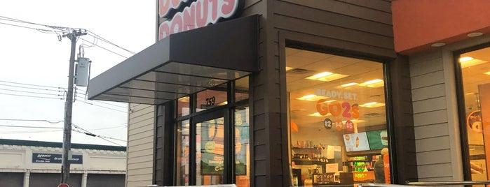 Dunkin' is one of Michaelさんのお気に入りスポット.