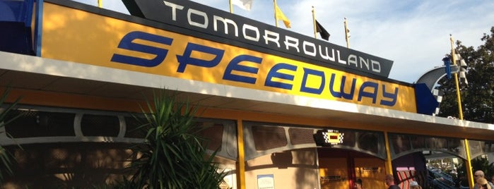 Tomorrowland® Speedway is one of Locais salvos de Priscila.