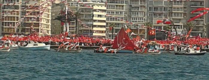Gündoğdu Meydanı is one of gezi parkı :(.