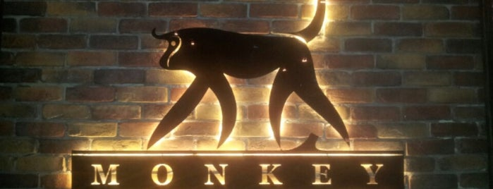 Monkey Bar is one of Tempat yang Disukai Hanna.