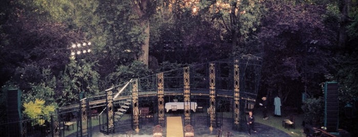 Regent's Park Open Air Theatre is one of Jonさんのお気に入りスポット.