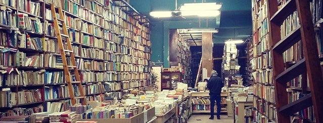 Librería Huemul is one of Por ahí....