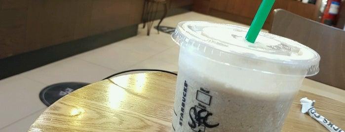 Starbucks is one of Lugares favoritos de Fatma.