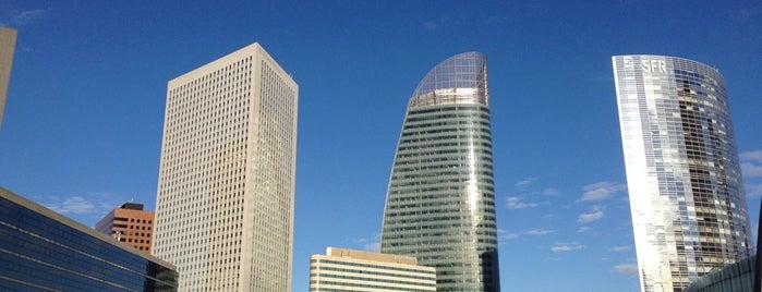Place de la Défense is one of 🌠.