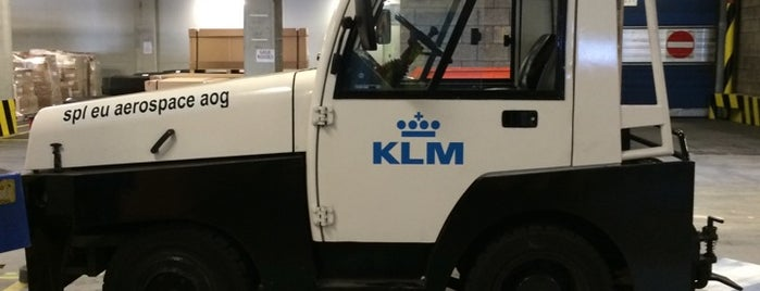 KLM Animal Hotel is one of สถานที่ที่ Kevin ถูกใจ.