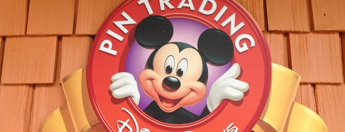 Disney's Pin Traders is one of Orte, die Topher gefallen.